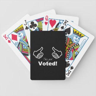 Este chica votado cartas de juego