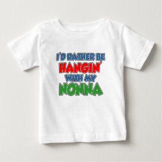 Esté colgando bastante con Nonna T-shirts