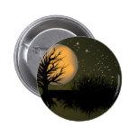 Esté en la luna el árbol y el cielo nocturno lleno pins