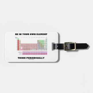 Esté en su propio elemento piensan periódicamente etiquetas maleta