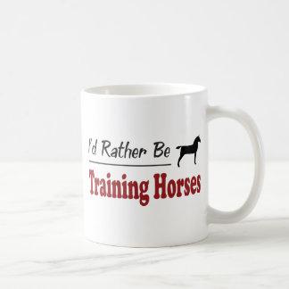 Esté entrenando bastante a caballos taza de café
