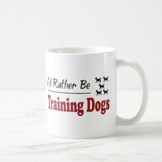 Esté entrenando bastante a perros tazas de café