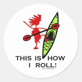 Éste es cómo ruedo (el kajak) pegatina redonda