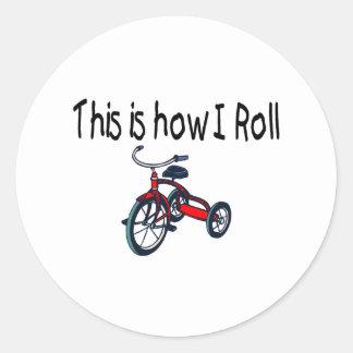 Éste es cómo ruedo (el triciclo rojo) pegatina redonda