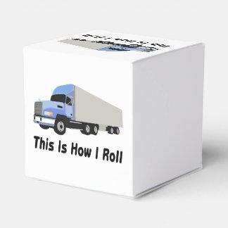 Éste es cómo ruedo semi el camión caja para regalos