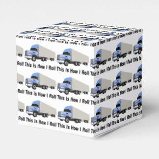 Éste es cómo ruedo semi el camión cajas para regalos de fiestas