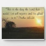 """""""Éste es el día que el señor ha hecho"""" la placa"""