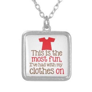 Éste es la mayoría que me he divertido con mi ropa collar plateado