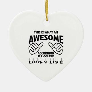 Éste es un qué jugador impresionante del acordeón adorno navideño de cerámica en forma de corazón