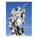 Éste es una de las estatuas del ángel de los 2 postales