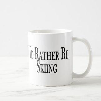 Esté esquiando bastante tazas de café
