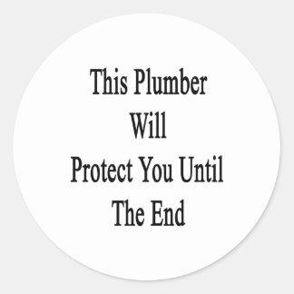 Este fontanero le protegerá hasta el extremo etiquetas redondas