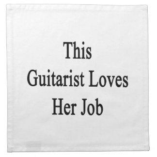Este guitarrista ama su trabajo servilleta