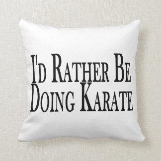 Esté haciendo bastante karate cojin