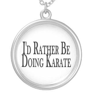 Esté haciendo bastante karate colgante redondo