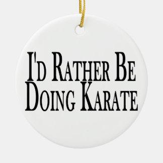 Esté haciendo bastante karate adorno de navidad