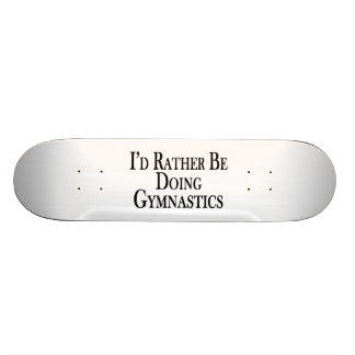 Esté haciendo bastante la gimnasia skate boards