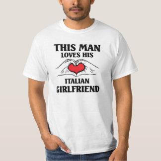 Este hombre ama a su novia italiana playera