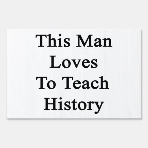 Este hombre ama enseñar a historia