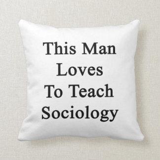 Este hombre ama enseñar a la sociología cojin