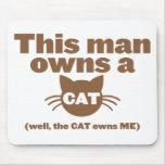 Este hombre posee un CAT (bien, el CAT me posee) Tapete De Ratones