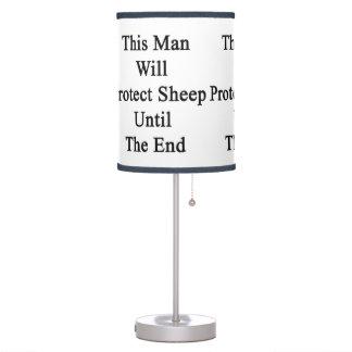Este hombre protegerá ovejas hasta el extremo
