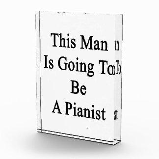 Este hombre va a ser pianista