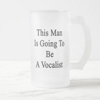 Este hombre va a ser vocalista taza