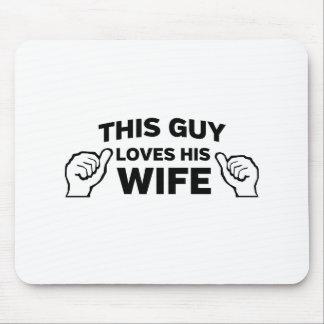 Este individuo ama a su esposa tapetes de ratón