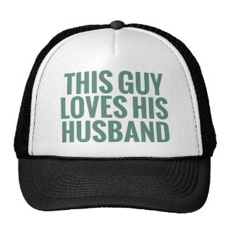 Este individuo ama a su marido gorros bordados