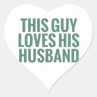 Este individuo ama a su marido pegatina corazón