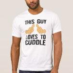 Este individuo ama abrazar camiseta