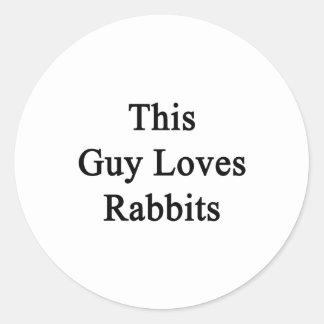 Este individuo ama conejos pegatina redonda
