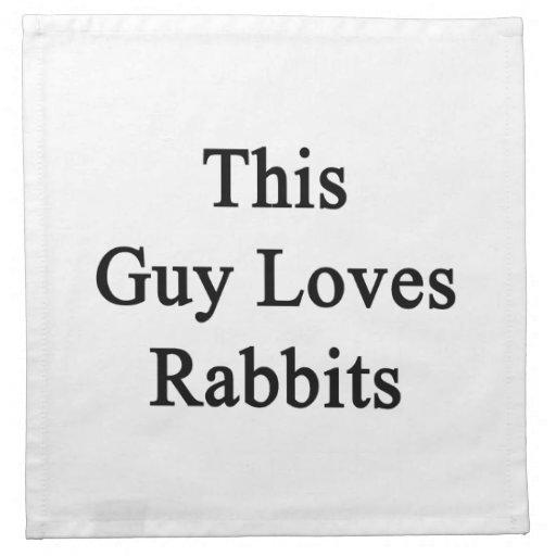 Este individuo ama conejos servilletas imprimidas