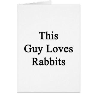 Este individuo ama conejos tarjeta de felicitación