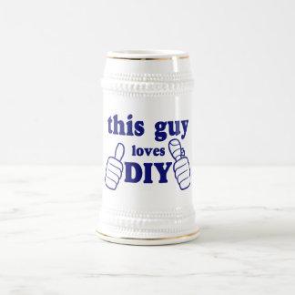 Este individuo ama DIY Tazas
