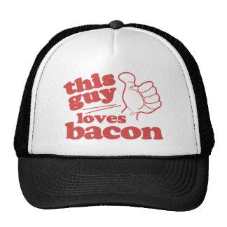 Este individuo ama el tocino gorras