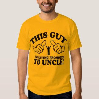 Este individuo está consiguiendo promovió al tío remera