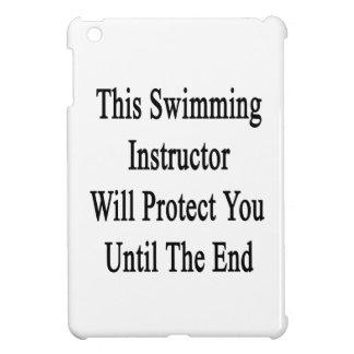 Este instructor de la natación le protegerá hasta