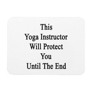 Este instructor de la yoga le protegerá hasta el imán rectangular