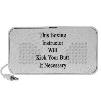 Este instructor del boxeo golpeará su extremo con  altavoces de viaje