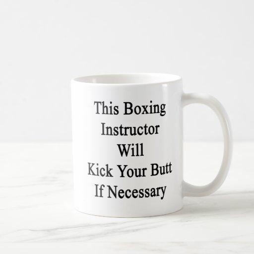 Este instructor del boxeo golpeará su extremo con  taza de café