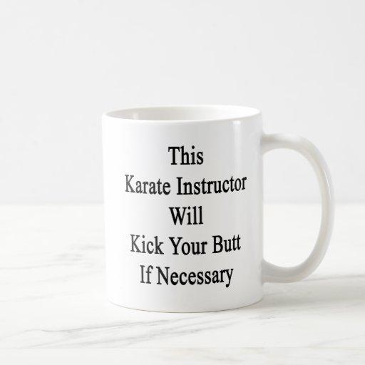Este instructor del karate golpeará su extremo con taza