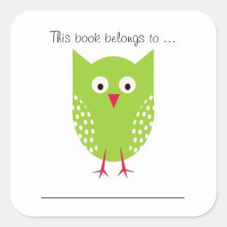 Este libro pertenece a… (el búho verde) pegatina cuadrada