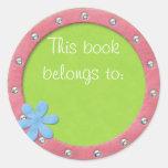 Este libro pertenece al pegatina