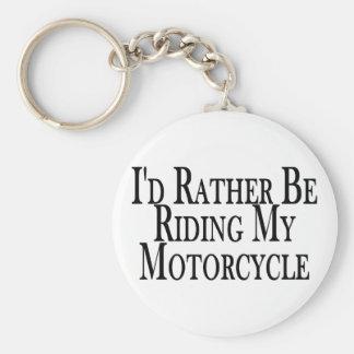 Esté montando bastante mi motocicleta llavero redondo tipo pin