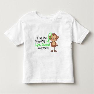 Este niño apoya conciencia de la enfermedad de remeras