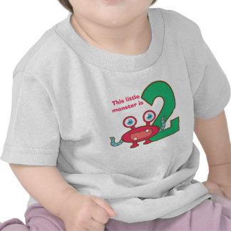 Este pequeño monstruo es dos, 2do cumpleaños camisetas