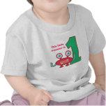 Este pequeño monstruo es uno, primer cumpleaños camisetas