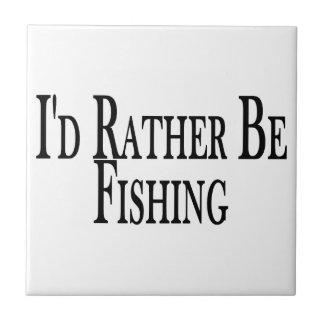 Esté pescando bastante azulejo cuadrado pequeño